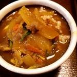 釜盛 - 麦飯にカレーをぶっかけw