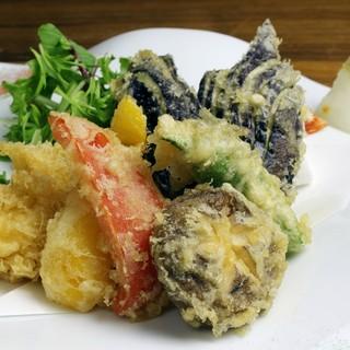 地元の食材を活かした創作料理