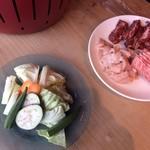 あかまる牛肉店 - 野菜と肉