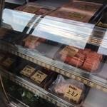 あかまる牛肉店 - ショーケース