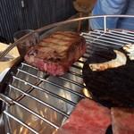 あかまる牛肉店 - タン焼き