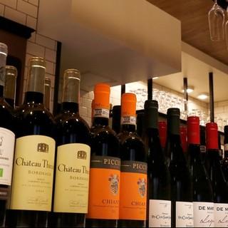 コスパを重視した120種類以上ものワイン!