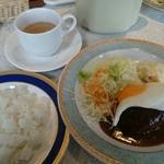 紅梅ダイナー - 煮込みハンバーグ700円