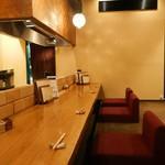 肉家 桜真 - 1階カウンター席