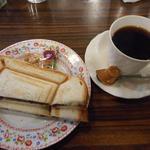 リヨン - モーニングの小倉プレスサンドとホットコーヒー410円