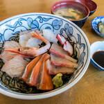 ドライブイン 光洋 - 「海鮮丼」(850円)。やっぱり・・・唐津に来たらお魚食べたいじゃないですか・・・。