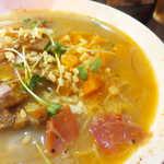 リオブール - 豚骨と生ハムで取ったスープは、甘口まろやか系。野菜の甘さが感じられます