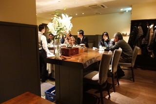 メインバースピリッツ - ☆テーブル席からカウンターを見るといこんな雰囲気です(^o^)丿☆