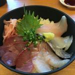 62091253 - 天然地魚海鮮丼アップ(ワラサ・スズキ・太刀魚・スルメイカ・メダイ)