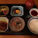 和・菜・肴 千とせ家 - 松花堂弁当の全景、他に茶碗蒸しが付いている