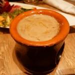 ピッツァ サルヴァトーレ クオモ 四谷 - バーニャカウダソースが濃く美味しい