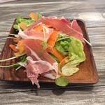一汁三菜イタリア~の - 【夜】生ハムと水菜のサラダ 540円(税込)