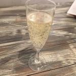 一汁三菜イタリア~の - スパークリングワイン 410円(税込)