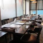 カブトスカフェ - 店内:テーブル席