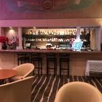 バー&カラオケ ピラミデ - ホテル&リゾート サンシャイン サザンセト 1階にあるバーラウンジです