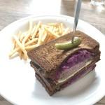 RH Cafe - 自家製ローストビーフのサンドイッチ