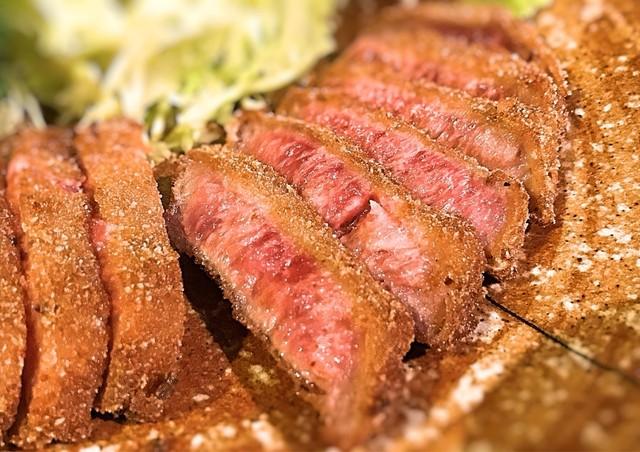 牛かつ もと村 渋谷店 - お肉は綺麗の綺麗な色にテンション上がります!