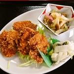 大仙御食事処 - 薄めの豚カツとシメジと白菜の和え物