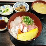 魚谷 - ねぎとろ海鮮丼(920円)