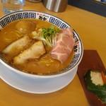 ラーメン而今 阿倍野元町店 - 特製たまり醤油の極み煮干しそば&鶏と金時人参ムース鯛のゼリー寄せ投入