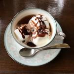 カフェド 巴里苑 - ドリンク写真:季節限定 大人気のマシュマロコーヒー