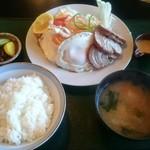 お食事処 きん太 - チャーシュー目玉焼き定食 864円