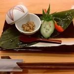62109332 - 新鮮野菜と鹿児島産豚味噌です♪