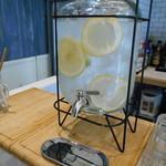 ザ・カリフ キッチン - フルーティーなお水