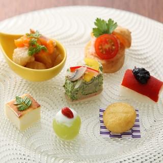 伝統的な和食をベースに現代的なアレンジを
