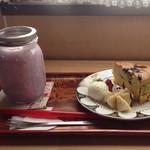 トイ トイ トイ カフェ - 料理写真:季節のスムージーと南瓜と抹茶のチーズケーキ