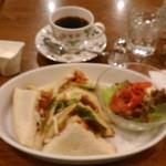 kafeeikokuya - [料理] クラブハウスサンド (照り焼きチキン) & Hot珈琲 (ブレンド)