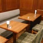 カフェ 英國屋 - [内観] 店内 テーブル席 ①