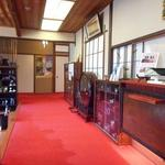 あつた蓬莱軒 - 入口横の待合室からの風景
