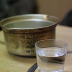 常盤木 - 熱燗はアルミの鍋ごとでてきます!