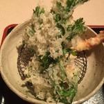蕎麦茶屋 和久 - 天ぷらです。海老が二本と春菊?です。