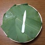 62129080 - ます寿司2段 ※このプラスチックナイフはあまり使うことがないのでは
