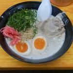 長浜ナンバーワン - 煮玉子ラーメン全景