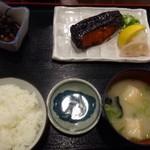 味の正福 - ◆銀鱈みりん・小鉢(この日はアラメとお揚げの煮物)・お味噌汁・ご飯。これに「ふりかけ」と「高菜」が付きます。