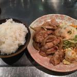 グリル蛙 - ポーク生姜焼き(850円) ライス(200円)