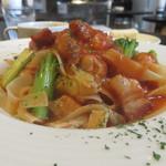 イタリアンバル グラーノドォーロ - ゆきなと白金豚ベーコンのトマトソースパスタ