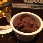BAR 鶴亀 - 黒糖そら豆/グレンフィディックお湯割り