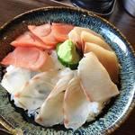 62133244 - サービス丼(3色) 1,000円