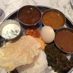 62134991 - ノンベジミールス(マトン)+イドゥリ(インドの蒸しパン)