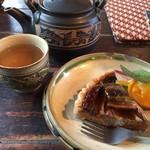 62135862 - バナナタルトとクミスクチン茶