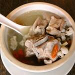 台湾料理故宮 - 薏芢湯の具