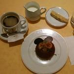 COVA - [料理] Hot珈琲・MILK・クッキー・チョコ & バナナのタルト 全景♪w