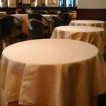 COVA - [内観] 店内 テーブル席