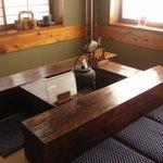 木挽庵 - 店内の囲炉裏席は小上がりの奥。写真写りは一番。