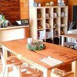 カフェ トピナンブール - 洋室中央のテーブル席