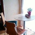 カフェ トピナンブール - 洋室窓側の席